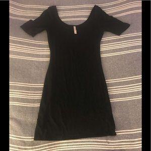 Black scoop neck 3/4 sleeved mini dress, S